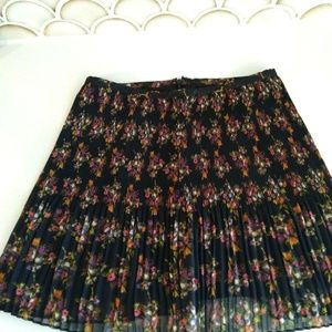 Madewell Black Floral Pleated Skirt Size 2 A11